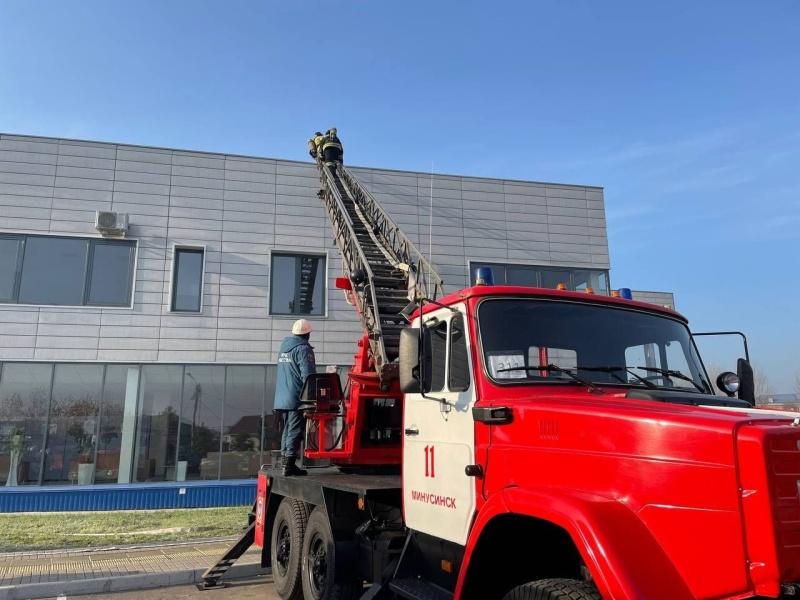 Минусинские пожарные ликвидировали условное возгорание в Центре культурного развития